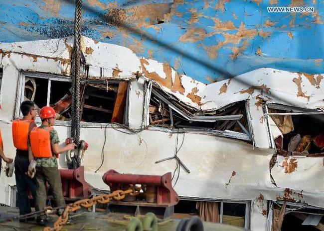 Trung Quốc nâng tàu chìm trên sông Trường Giang - ảnh 2