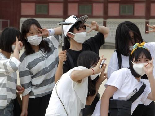 Hàn Quốc 'ngập' khẩu trang vì MERS  - ảnh 11