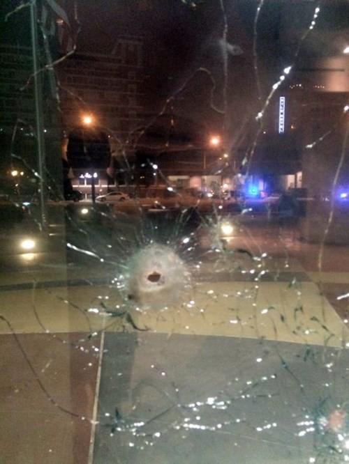 Mỹ: Đấu súng dữ dội với cảnh sát, nghi phạm bị bắn chết - ảnh 1