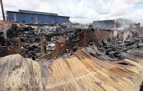 Hiện trường tan hoang sau vụ cháy trong KCN Hoàng Gia  - ảnh 1