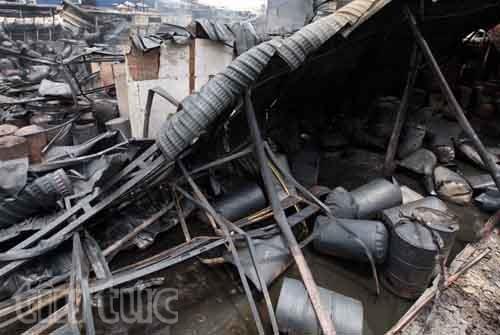 Hiện trường tan hoang sau vụ cháy trong KCN Hoàng Gia  - ảnh 2