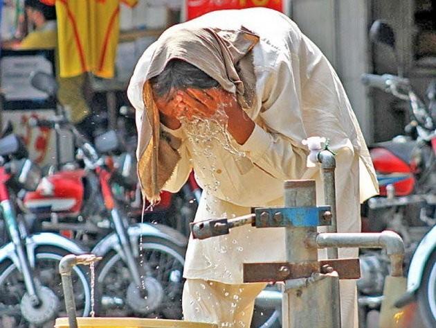 Nắng nóng thiêu đốt, 570 người Pakistan chết - ảnh 1