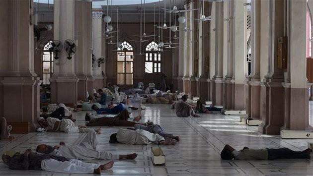 Nắng nóng thiêu đốt, 570 người Pakistan chết - ảnh 2