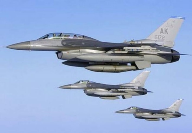 may bay chien dau f-16 do my che tao. anh: eastday.